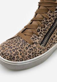 Superfit - HEAVEN - Sneakersy wysokie - beige - 5