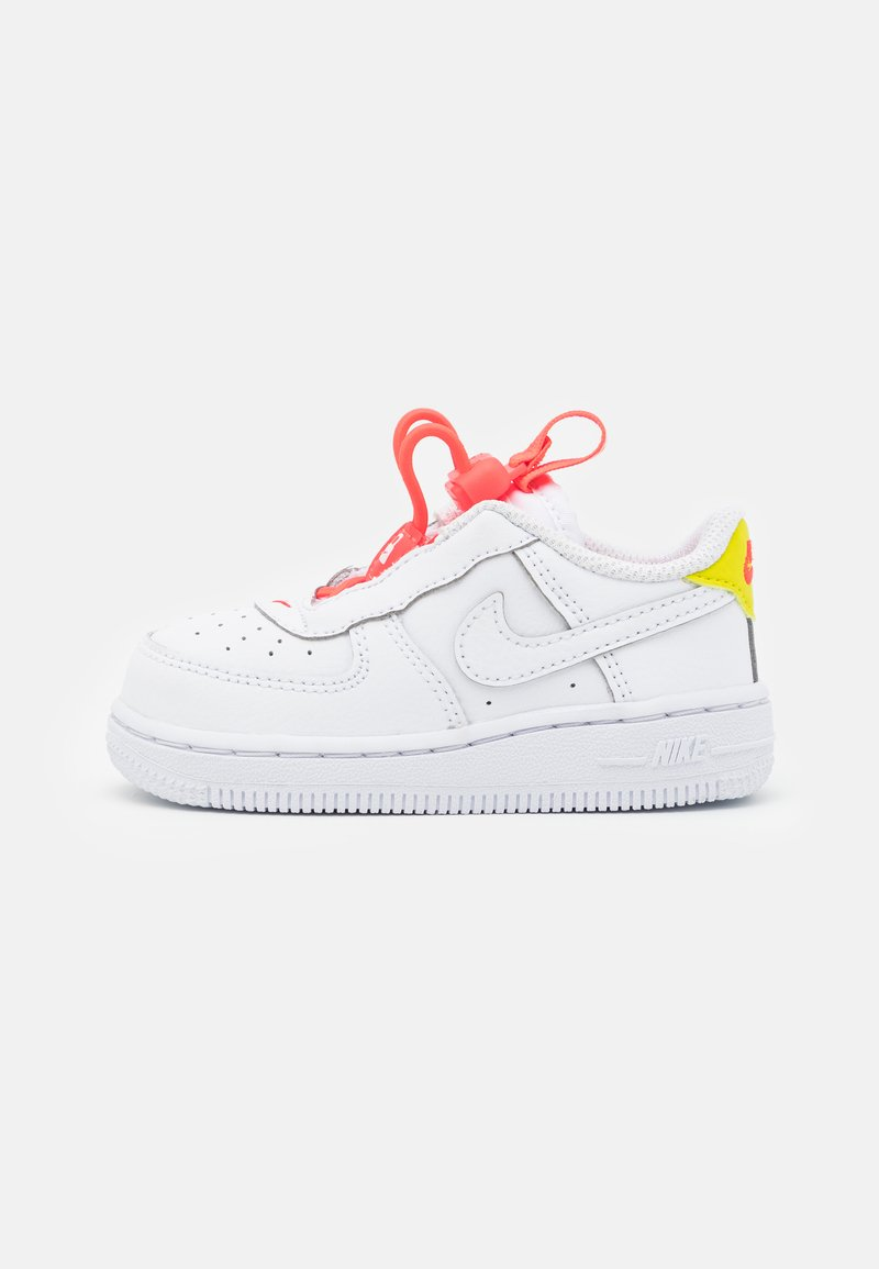 Nike Sportswear - FORCE 1 TOGGLE UNISEX - Baskets basses - white/bright crimson/high voltage