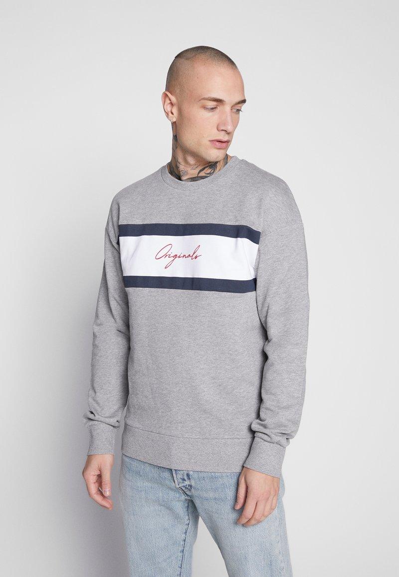 Jack & Jones - JORCUBO CREW NECK - Sweatshirt - light grey