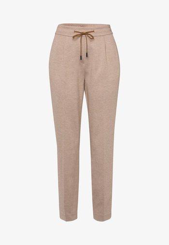 TUNNELZUG - Trousers - camel-mel