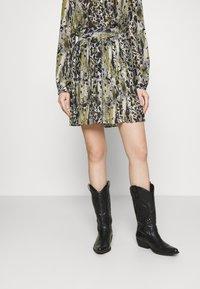 Vila - VIJEMO SKIRT - A-line skirt - birch/kallia - 0