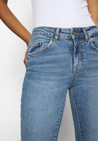 ONLY - ONLHUSH LIFE - Flared jeans - medium blue denim - 3