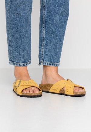 SIENA - Pantoffels - ochre