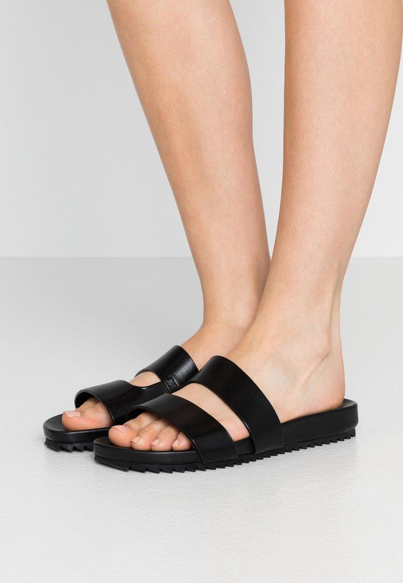 Grenson - CHANNING - Pantolette flach - black
