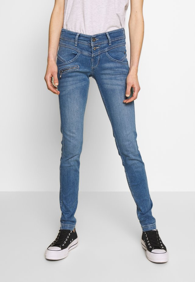 COREENA - Slim fit jeans - carmen