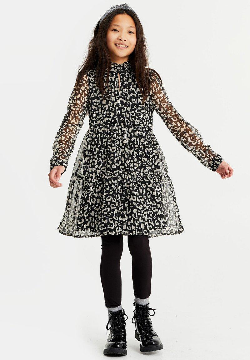 WE Fashion - MET LUIPAARDDESSIN - Robe d'été - all-over print