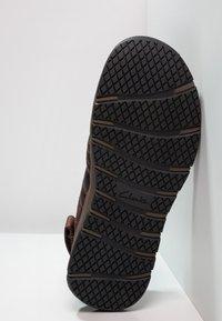 Clarks - BRIXBY COVE - Sandalias de senderismo - dark brown - 4