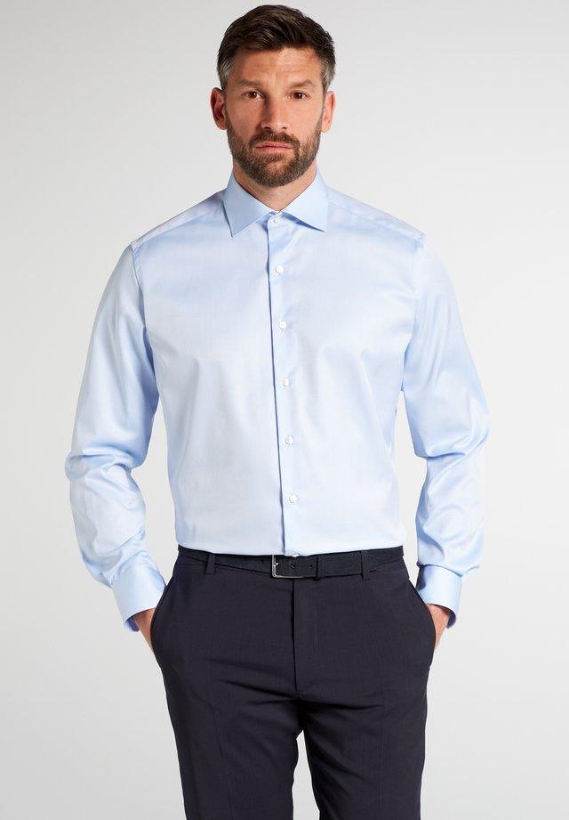 MODERN FIT - Finskjorte - light blue