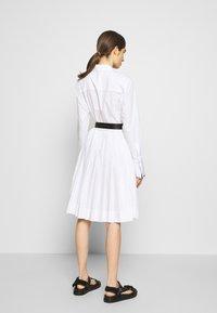 KARL LAGERFELD - DRESS LOGO BELT - Blousejurk - white - 3