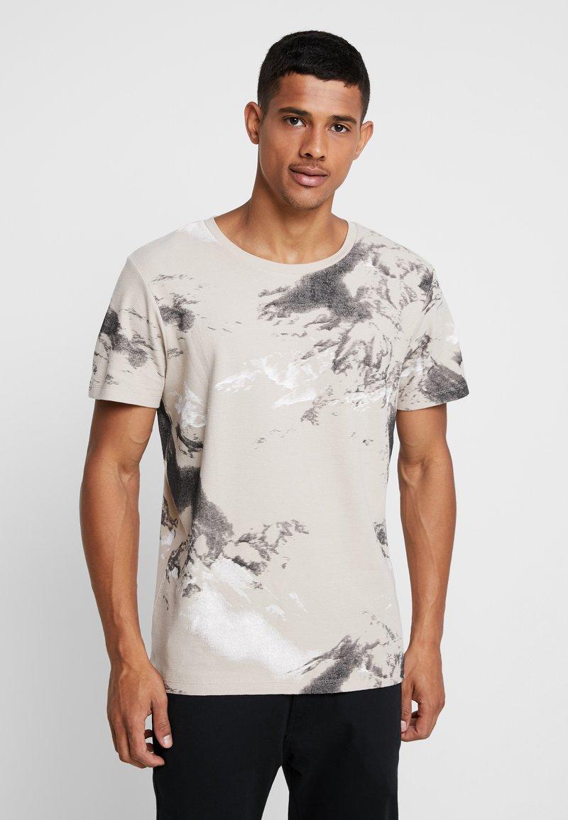 Jack & Jones - JCOMONT TEE CREW NECK - T-shirt med print - feather gray