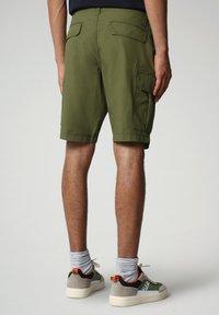 Napapijri - NOTO - Shorts - green cypress - 1