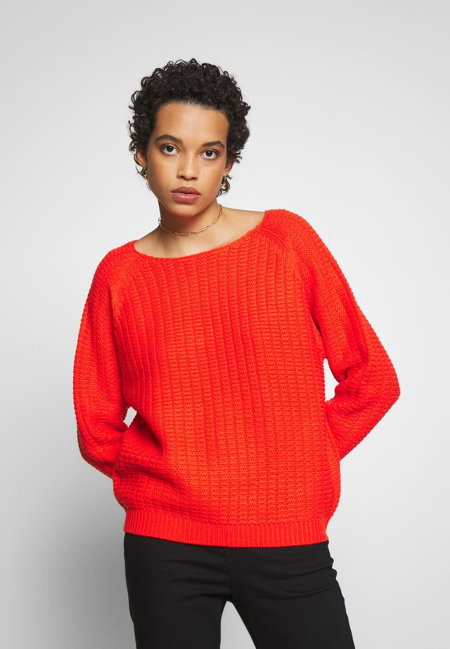 TEXTURED WIDE NECK - Jumper - red