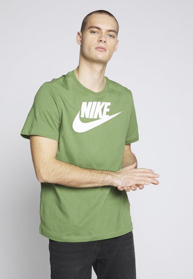 TEE ICON FUTURA - T-Shirt print - treeline/white