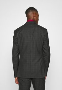 Isaac Dewhirst - CHECK SUIT SET - Garnitur - grey - 3