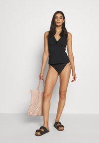 JETS Australia - TWIST SINGLET - Bikini top - black - 1