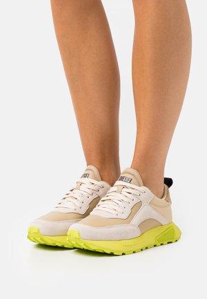 S-TYCHE LOW CUT W - Trainers - beige/yellow