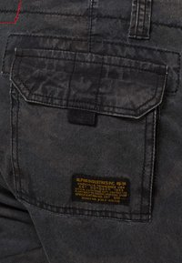 Alpha Industries - JET - Shorts - black camo - 6