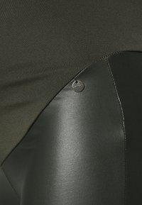 LOVE2WAIT - COATED - Leggings - Trousers - olive - 2