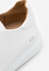 Royal RepubliQ - COSMOS DERBY SHOE - Casual lace-ups - white - 3