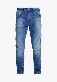 SLIM TAPERED STEVE BEMB - Slim fit jeans - berry mid blue