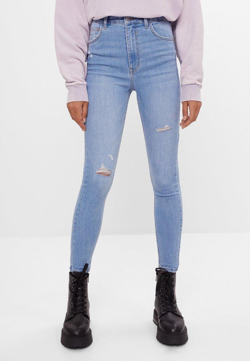 Bershka - MIT SEHR HOHEM BUND  - Jeans Skinny Fit - blue denim