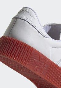 adidas Originals - SAMBAROSE - Joggesko - footwear white/scarlet/core black - 9