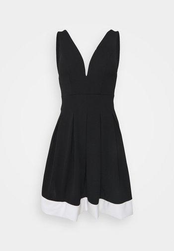 TILULA SKATER DRESS - Kjole - black/white