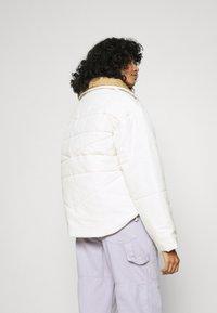 Converse - FUNNEL NECK PUFFER JACKET - Zimní bunda - vintage white - 2