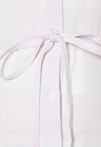 Glamorous Bloom - SHIRT DRESS WITH BELT - Košilové šaty - lilac - 2