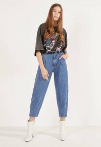 Bershka - Jeans Tapered Fit - light blue - 1