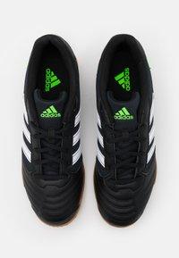 adidas Performance - SUPER SALA - Zaalvoetbalschoenen - core black/footwear white/solar green - 3