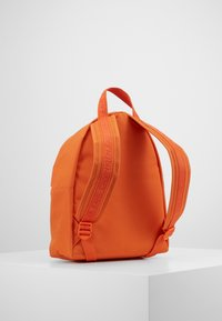 Calvin Klein Jeans - ROUNDED - Rucksack - orange - 3