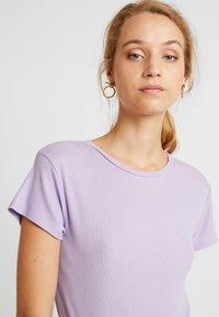 Weekday - FRANCES  - Basic T-shirt - purple - 4