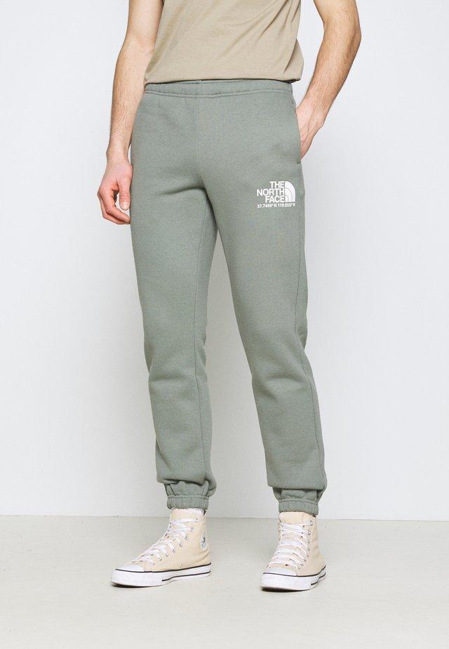 COORDINATES PANT - Teplákové kalhoty - agave green