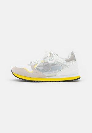 KIWY MIX POP LOGO - Trainers - white/yellow