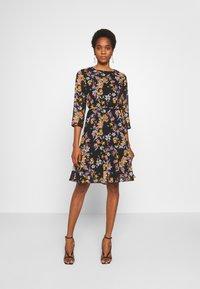 Pieces - PCNANNA TIEBELT DRESS - Sukienka letnia - black - 0