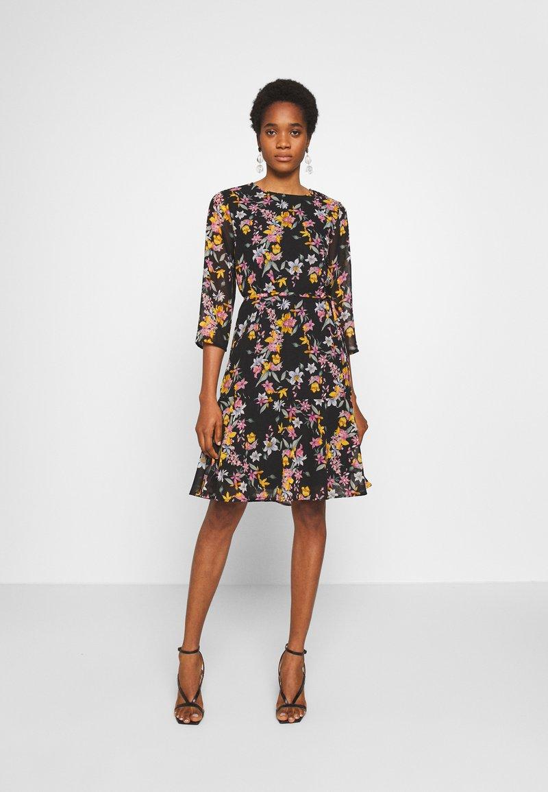 Pieces - PCNANNA TIEBELT DRESS - Sukienka letnia - black