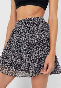 Stradivarius - MIT VOLANTS - A-line skirt - white - 3