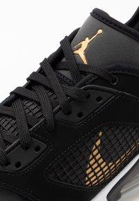 Jordan - MARS 270  - Basketball shoes - black/metallic gold/dark smoke grey/white/pure platinum - 5