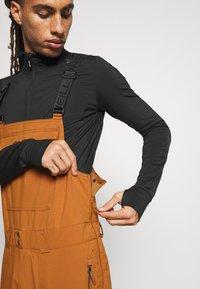 O'Neill - SHRED BIB PANTS - Zimní kalhoty - glazed ginger - 6