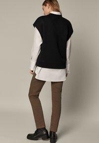 Massimo Dutti - Slim fit jeans - brown - 1