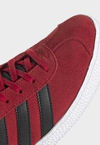 adidas Originals - GAZELLE - Trainers - red - 5