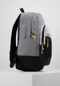 Herschel - KAINE - Tagesrucksack - mid grey crosshatch/light grey crosshatch/black - 4