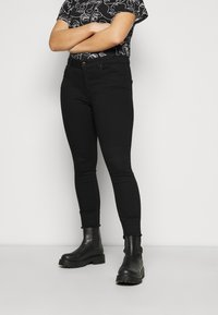 ONLY Carmakoma - CARWILLY LIFE RAW - Jeans Skinny Fit - black - 0
