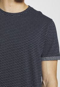 Nerve - T-shirt med print - navy - 5