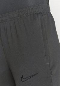Nike Performance - PANT - Teplákové kalhoty - anthracite/black - 3
