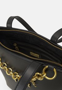 Versace Jeans Couture - CHARMS SMOOTH - Handbag - nero - 3