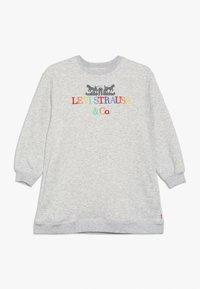 Levi's® - CREW DRESS - Žerzejové šaty - light gray heather - 0