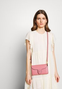 Tory Burch - MCGRAW CROSS BODY - Bandolera - pink magnolia - 1