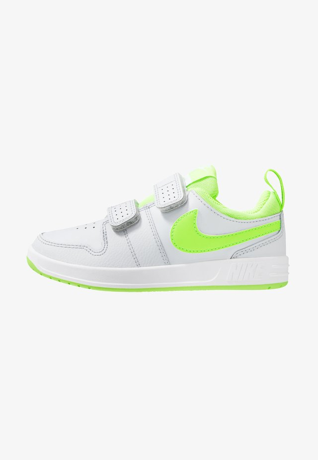 PICO 5 UNISEX - Sports shoes - pure platinum/electric green/white